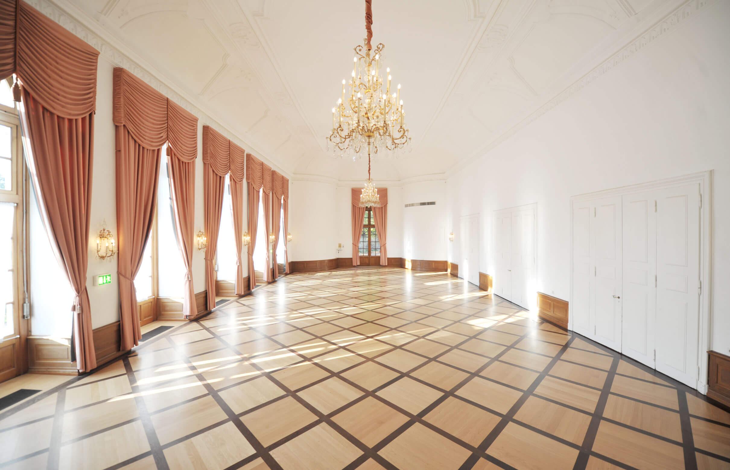 Damian Werner - ltbausanierung-Orangerie-Fulda_Hotel-Maritim-Roter-Saal